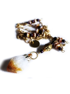citrine_crystal_pendant_necklace_buddha_gold_modelimage1